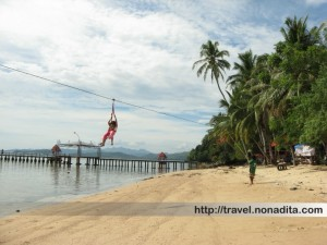 Flying fox di Pantai Carocok