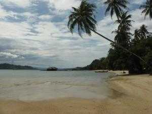 Pantai di Pulau Cubadak yang sepi