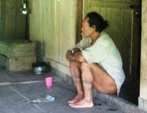 Garis lengkung yang merupakan motif khas tato Mentawai