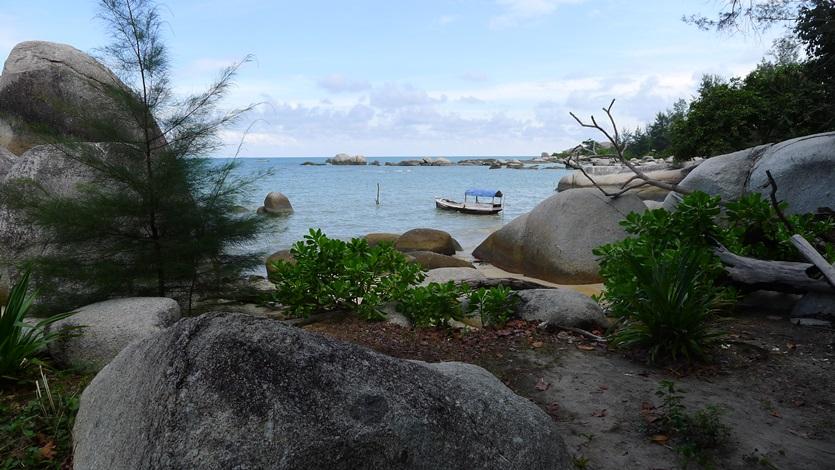 Dermaga Alam di Pantai Penyabong